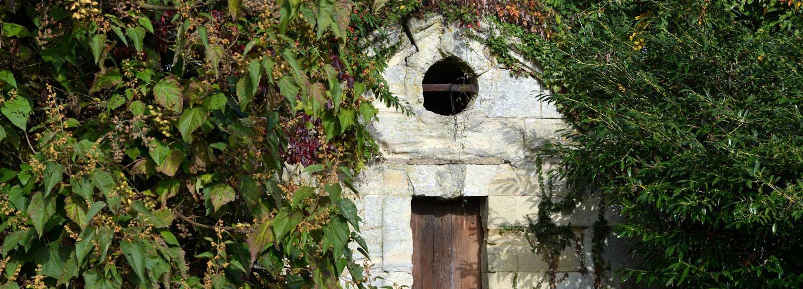 Un pavillon de la source du XVIIe s. dans l'Arboretum © MNHN - S. Gerbault